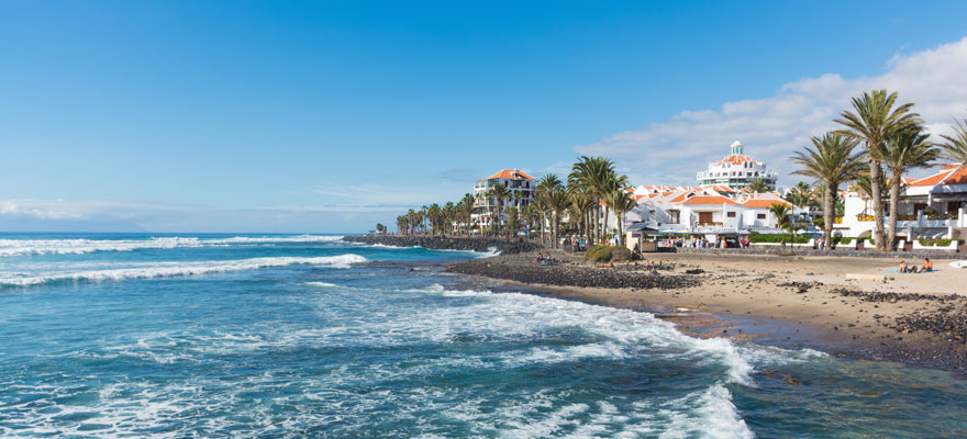 Why is Playa de las Americas so popular?