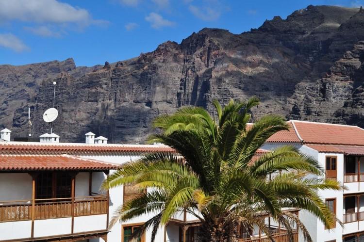 2 Bed  Flat / Apartment for Sale, Los Gigantes, Santiago Del Teide, Tenerife - AZ-1292 1