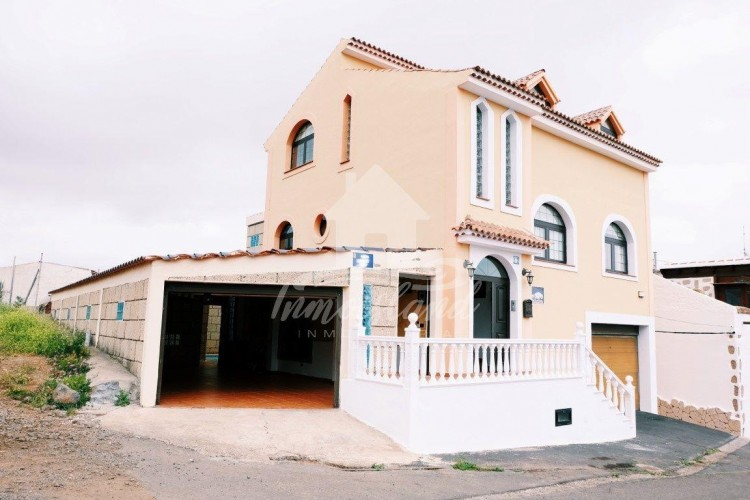 4 Bed  Villa/House for Sale, Arona, Santa Cruz de Tenerife, Tenerife - IN-279 2