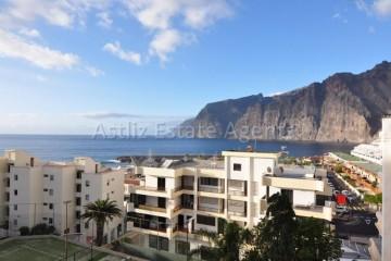 1 Bed  Flat / Apartment for Sale, Los Gigantes, Santiago Del Teide, Tenerife - AZ-1299