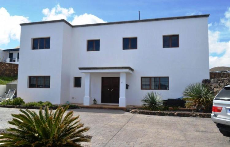 5 Bed  Villa/House for Sale, Tias, Lanzarote - LA-LA673s 1