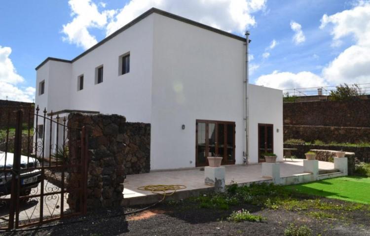 5 Bed  Villa/House for Sale, Tias, Lanzarote - LA-LA673s 2
