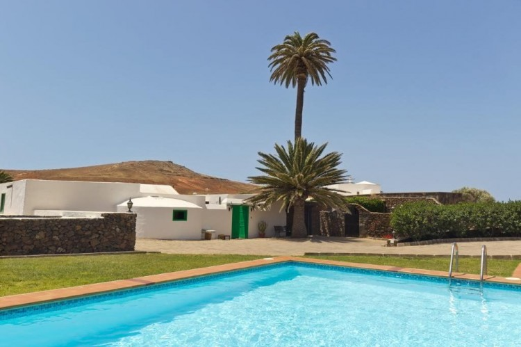 5 Bed  Country House/Finca for Sale, Teguise, Lanzarote - LA-LA447 1
