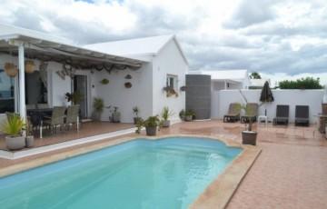 4 Bed  Villa/House for Sale, Puerto Del Carmen, Lanzarote - LA-LA811s