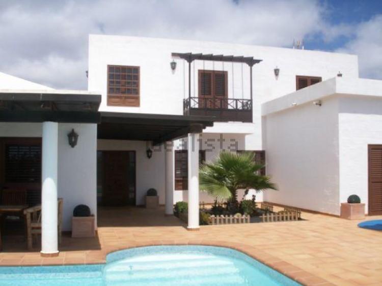 4 Bed  Villa/House for Sale, Conil, Lanzarote - LA-LA703s 1