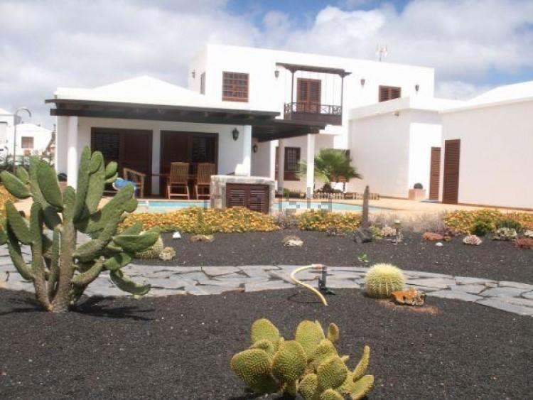 4 Bed  Villa/House for Sale, Conil, Lanzarote - LA-LA703s 2