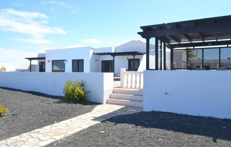 3 Bed  Villa/House for Sale, Playa Blanca, Lanzarote - LA-LA608s 2