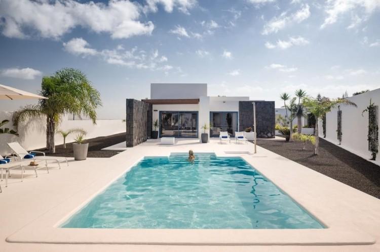 3 Bed  Villa/House for Sale, Playa Blanca, Lanzarote - LA-LA708s 4
