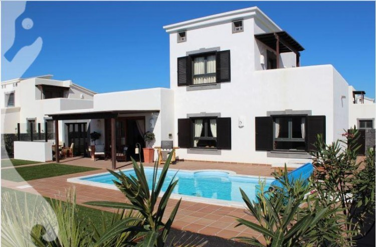 2 Bed  Villa/House for Sale, Playa Blanca, Lanzarote - LA-LA665s 1