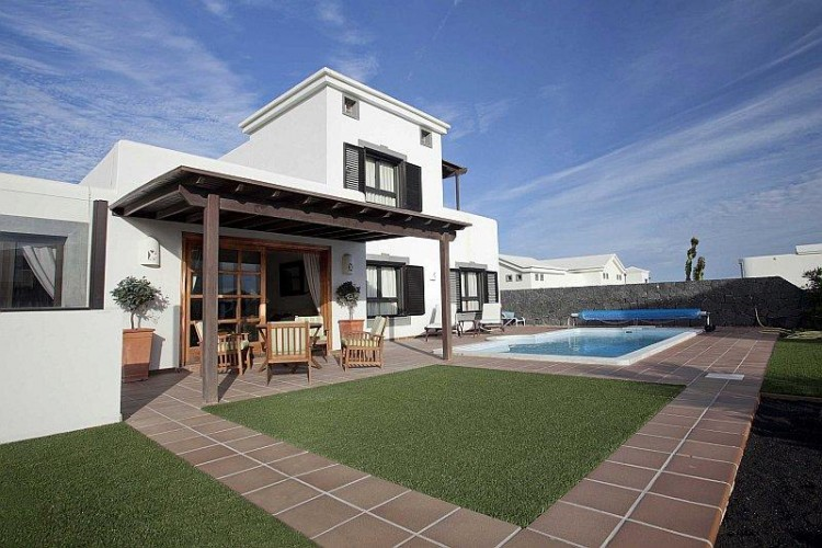 2 Bed  Villa/House for Sale, Playa Blanca, Lanzarote - LA-LA665s 3