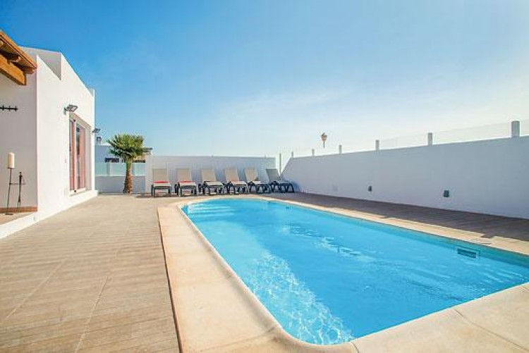 5 Bed  Villa/House for Sale, Playa Blanca, Lanzarote - LA-LA733s 1