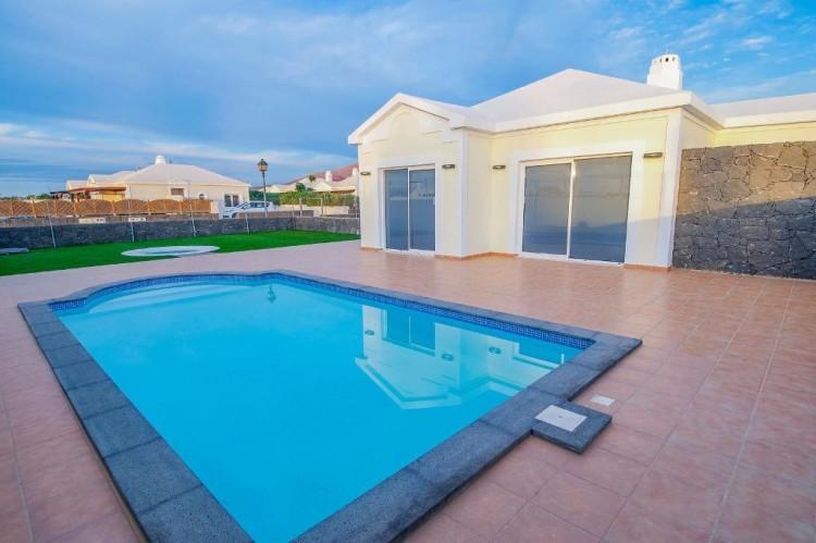 4 Bed  Villa/House for Sale, Playa Blanca, Lanzarote - LA-LA667s 1