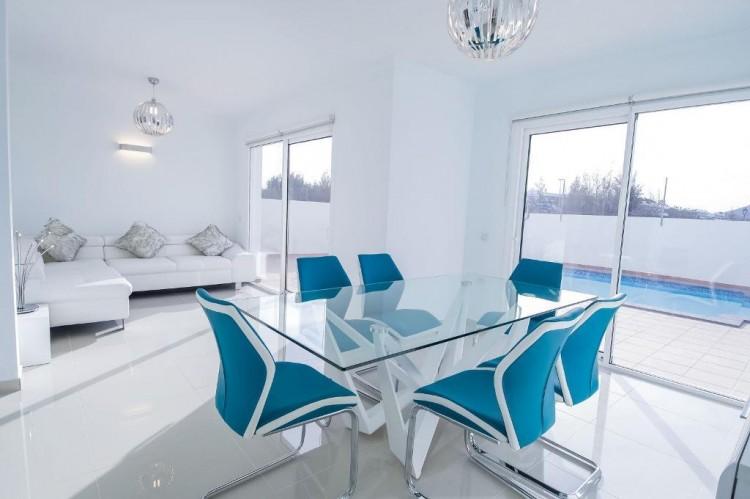 4 Bed  Villa/House for Sale, Playa Blanca, Lanzarote - LA-LA667s 9
