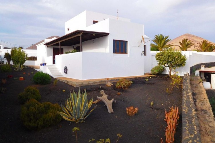 4 Bed  Villa/House for Sale, Tias, Lanzarote - LA-LA787s 2