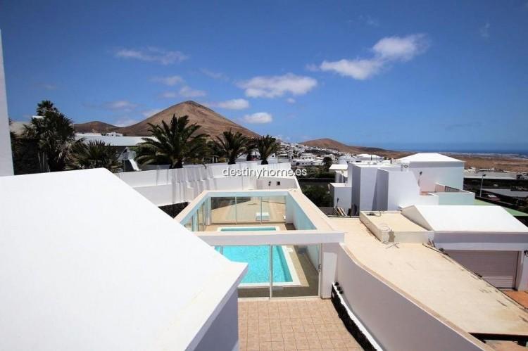 4 Bed  Villa/House for Sale, Tias, Lanzarote - LA-LA787s 3