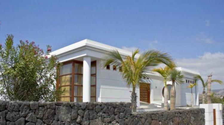 5 Bed  Villa/House for Sale, Puerto Del Carmen, Lanzarote - LA-LA690s 3