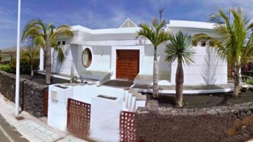 5 Bed  Villa/House for Sale, Puerto Del Carmen, Lanzarote - LA-LA690s