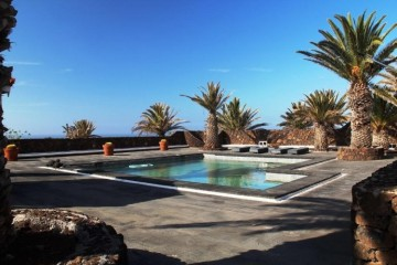 4 Bed  Villa/House for Sale, Las Brenas, Lanzarote - LA-LA730s