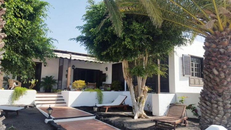 3 Bed  Villa/House for Sale, Arrecife, Lanzarote - LA-la779S