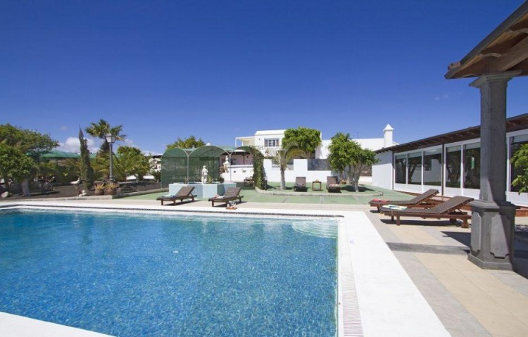 9 Bed  Villa/House for Sale, Tias, Lanzarote - LA-LA773s 1