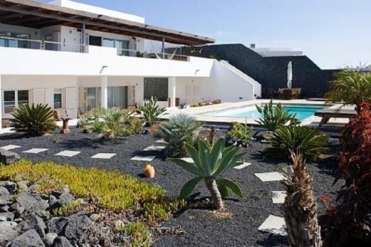6 Bed  Villa/House for Sale, Puerto Calero, Lanzarote - LA-LA527s 1