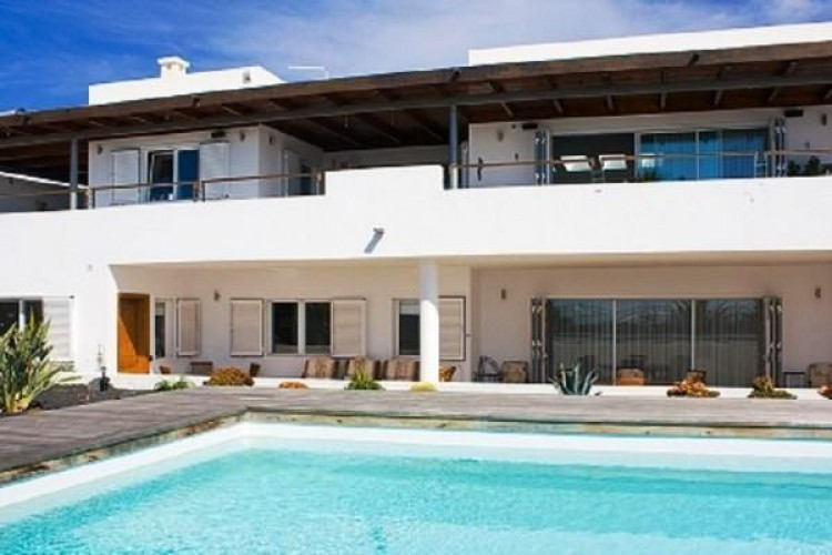 6 Bed  Villa/House for Sale, Puerto Calero, Lanzarote - LA-LA527s 2