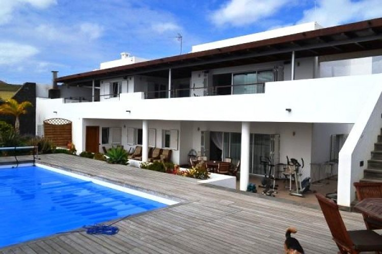 6 Bed  Villa/House for Sale, Puerto Calero, Lanzarote - LA-LA527s 3