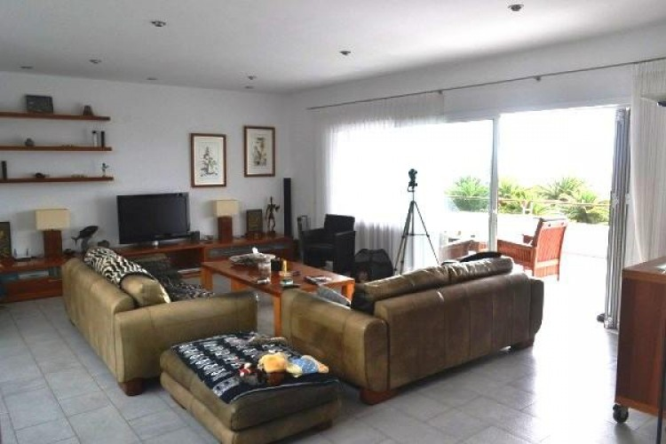 6 Bed  Villa/House for Sale, Puerto Calero, Lanzarote - LA-LA527s 4