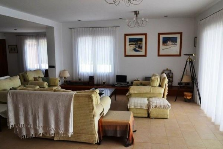 6 Bed  Villa/House for Sale, Puerto Calero, Lanzarote - LA-LA527s 8
