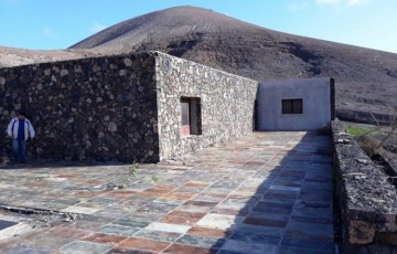3 Bed  Country House/Finca for Sale, Uga, Lanzarote - LA-LA679s