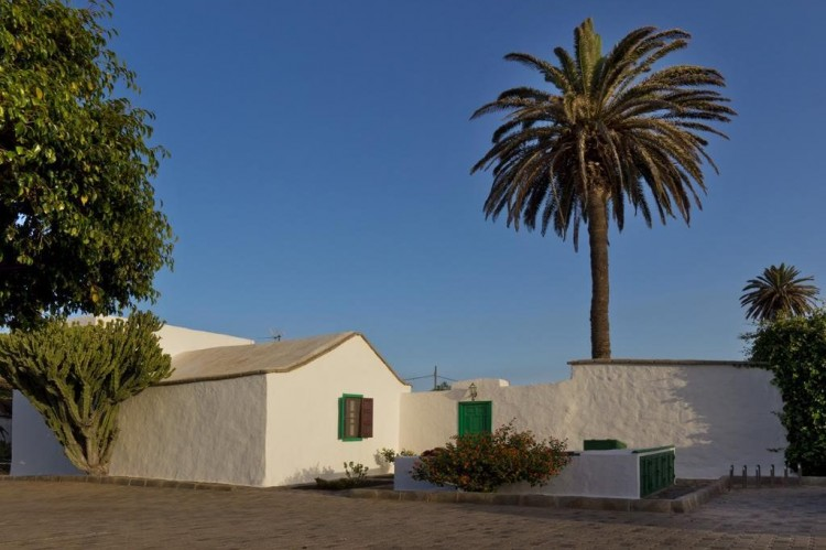 3 Bed  Villa/House for Sale, Teguise, Lanzarote - LA-LA450 1