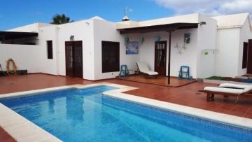 3 Bed  Villa/House for Sale, Playa Blanca, Lanzarote - LA-LA825s