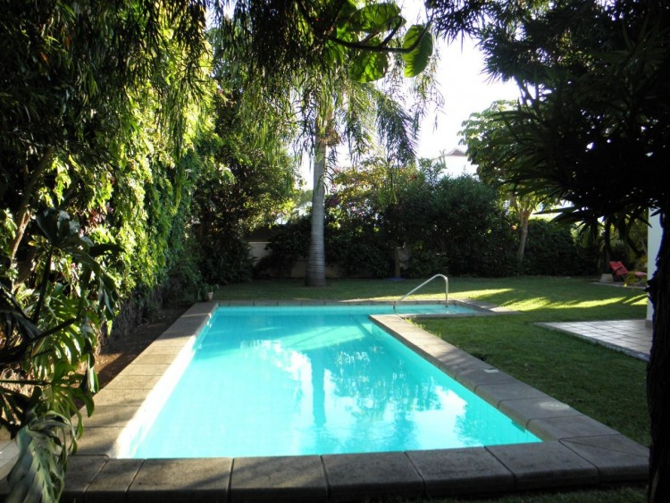 4 Bed  Villa/House for Sale, Puerto de la Cruz, Santa Cruz de Tenerife, Tenerife - PR-LUX0121VDV 1