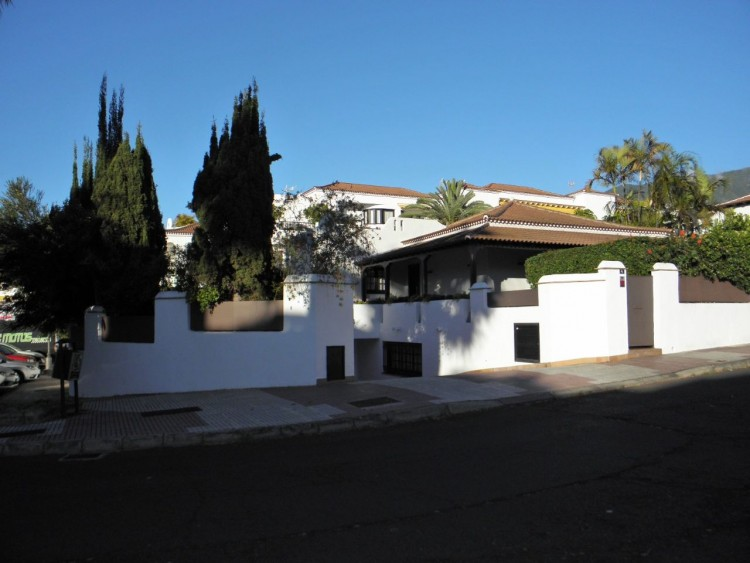 4 Bed  Villa/House for Sale, Puerto de la Cruz, Santa Cruz de Tenerife, Tenerife - PR-LUX0121VDV 2