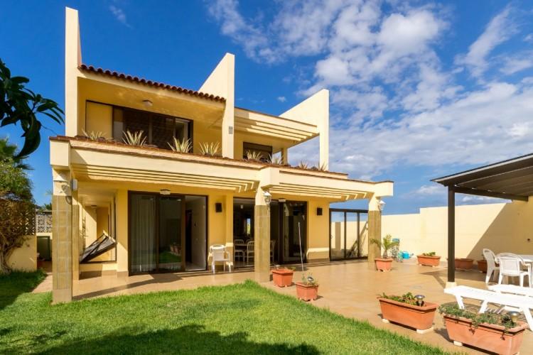 4 Bed  Villa/House for Sale, Puerto de la Cruz, Santa Cruz de Tenerife, Tenerife - PR-CHA0282VDV 1