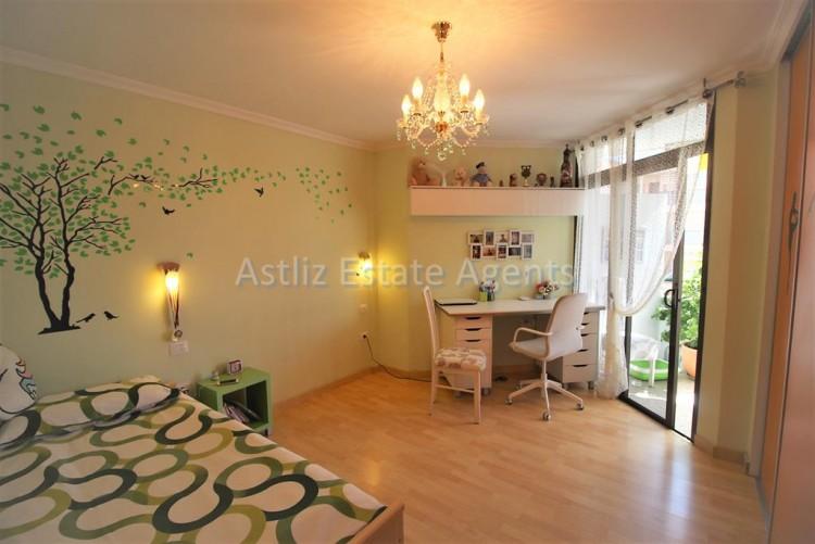 2 Bed  Flat / Apartment for Sale, Los Cristianos, Arona, Tenerife - AZ-1301 10