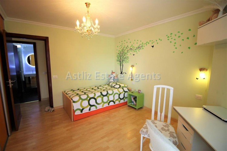 2 Bed  Flat / Apartment for Sale, Los Cristianos, Arona, Tenerife - AZ-1301 12