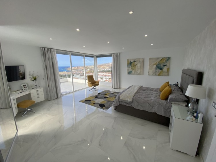 4 Bed  Villa/House for Sale, San Eugenio Alto, Adeje, Tenerife - MP-V0688-4 10