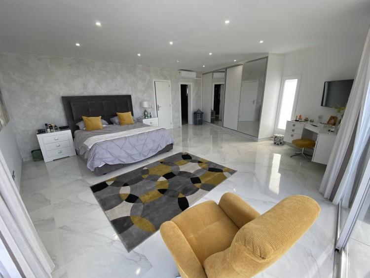 4 Bed  Villa/House for Sale, San Eugenio Alto, Adeje, Tenerife - MP-V0688-4 11