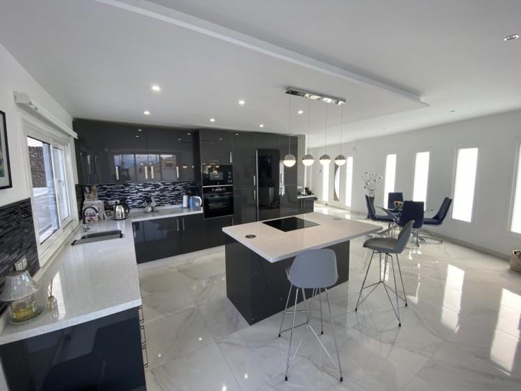 4 Bed  Villa/House for Sale, San Eugenio Alto, Adeje, Tenerife - MP-V0688-4 2