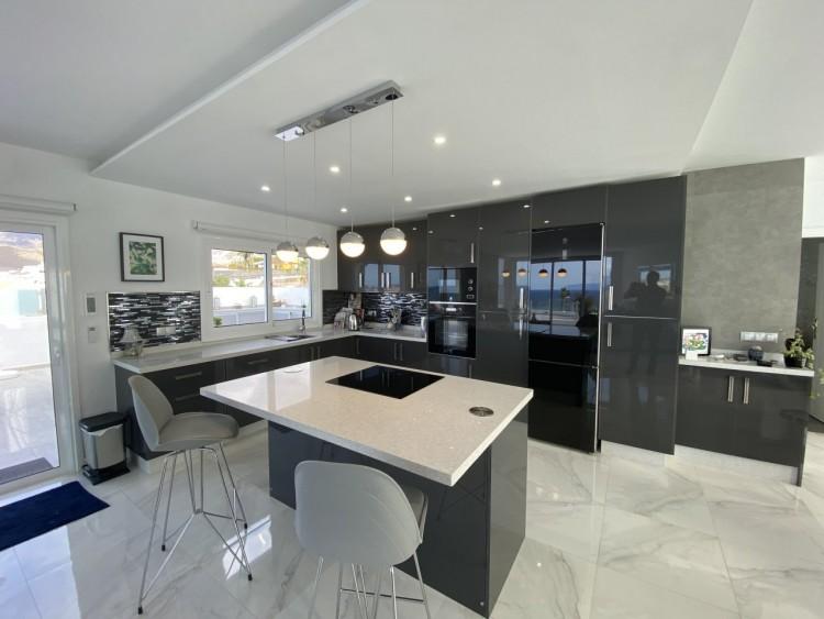 4 Bed  Villa/House for Sale, San Eugenio Alto, Adeje, Tenerife - MP-V0688-4 8