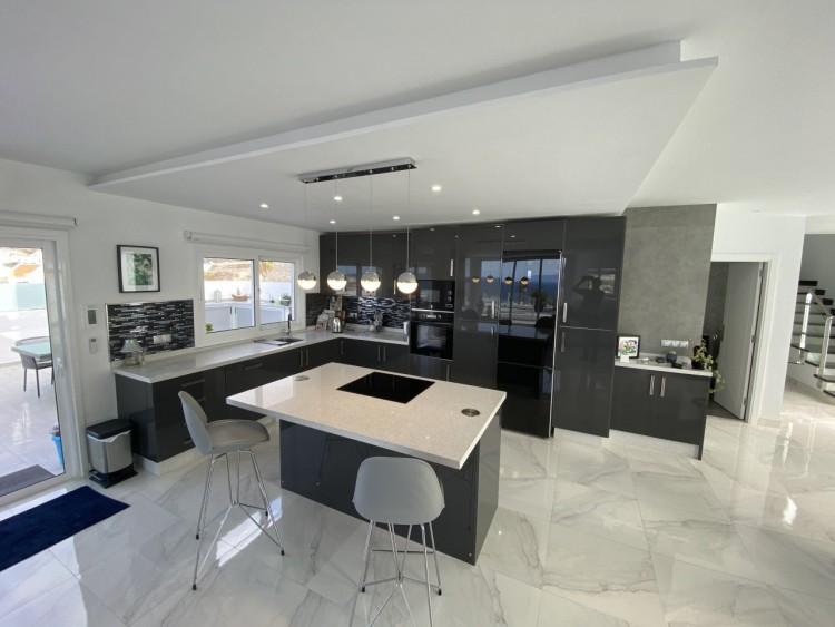 4 Bed  Villa/House for Sale, San Eugenio Alto, Adeje, Tenerife - MP-V0688-4 9