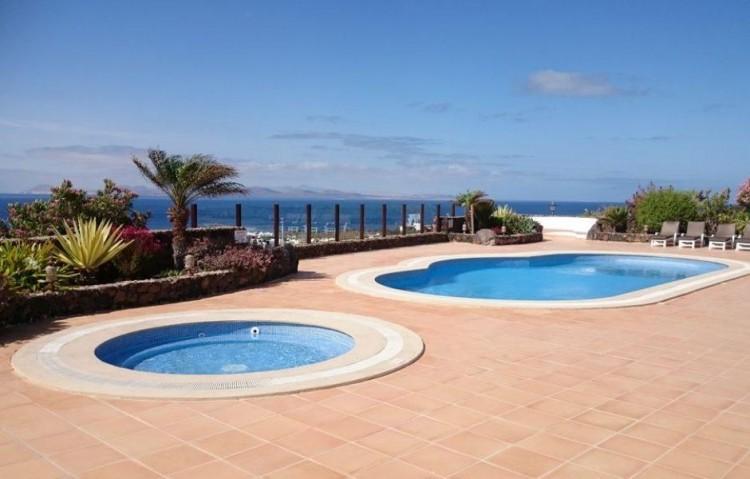 5 Bed  Villa/House for Sale, Playa Blanca, Lanzarote - LA-LA830s 1