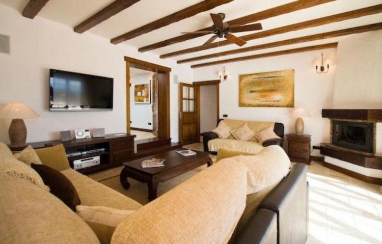 5 Bed  Villa/House for Sale, Playa Blanca, Lanzarote - LA-LA830s 4