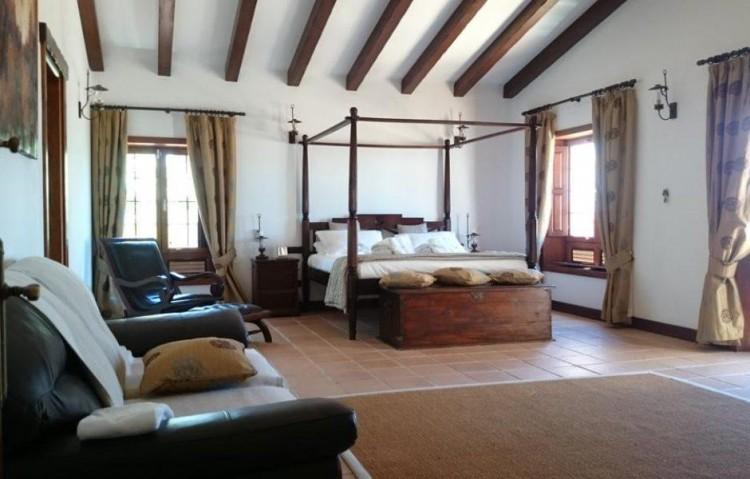 5 Bed  Villa/House for Sale, Playa Blanca, Lanzarote - LA-LA830s 7