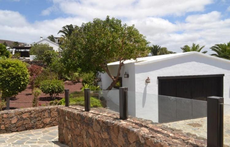 5 Bed  Villa/House for Sale, Playa Blanca, Lanzarote - LA-LA830s 9