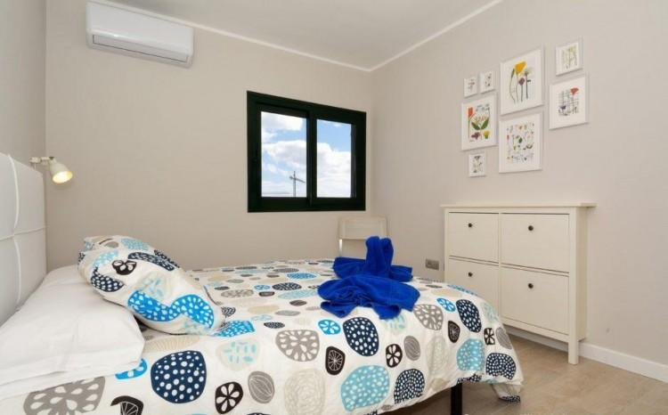 2 Bed  Flat / Apartment for Sale, Puerto Del Carmen, Lanzarote - LA-LA837s 7