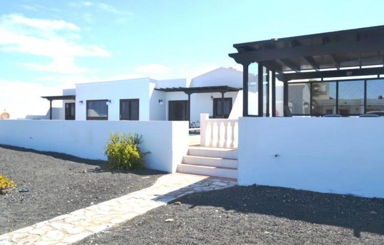 4 Bed  Villa/House for Sale, Playa Blanca, Lanzarote - LA-LA844s 2