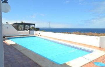 4 Bed  Villa/House for Sale, Playa Blanca, Lanzarote - LA-LA844s