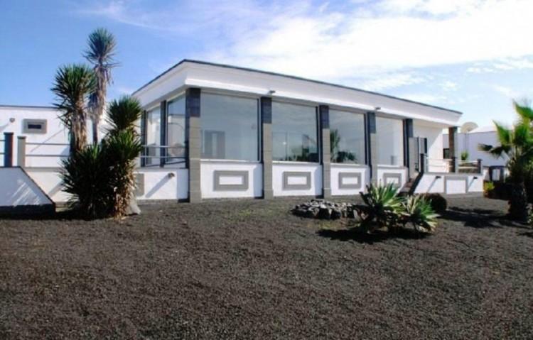 3 Bed  Villa/House for Sale, Playa Blanca, Lanzarote - LA-LA843s 6